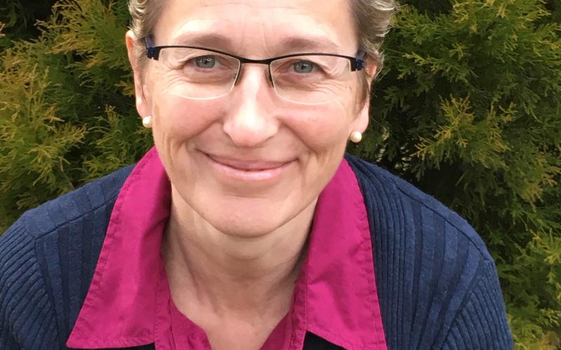 Frau Jacqueline Höhn